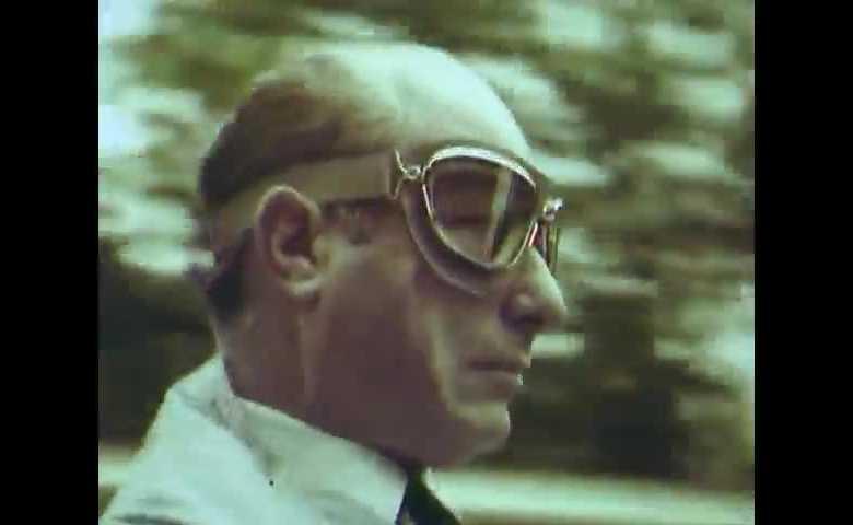 J. M. Fangio prova il Cinturato Pirelli sulla pista di Monza