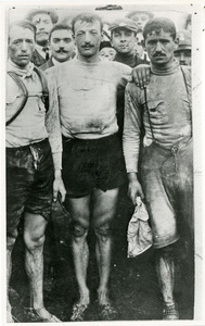 Il corridore ciclista Luigi Ganna nel 1909