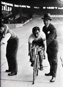 Il corridore ciclista Costante Girardengo nel 1928